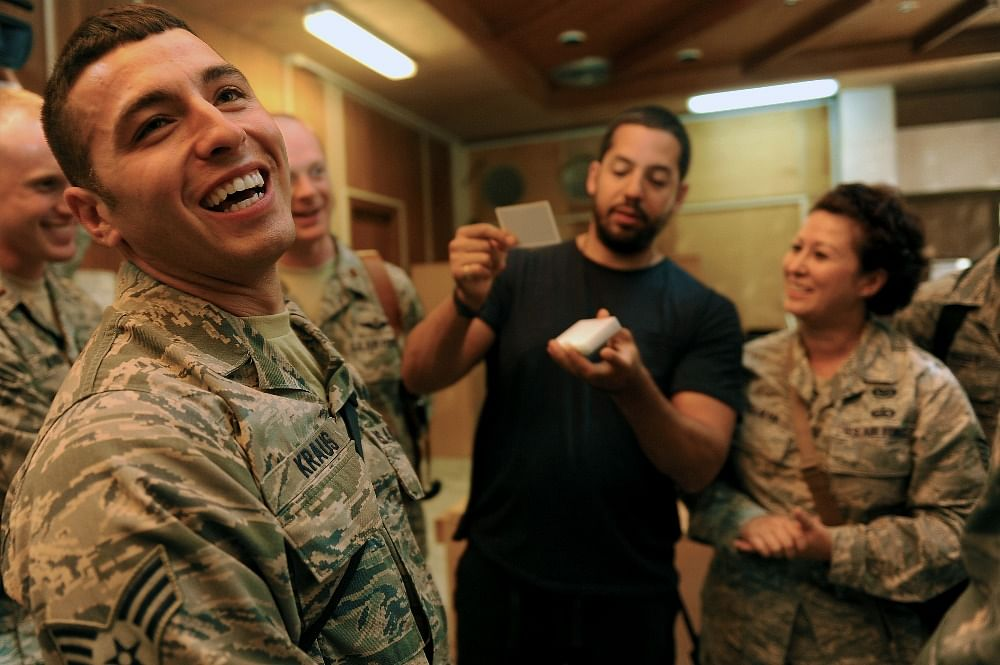 Magician David Blaine performs a card trick for member's of the United State Air Force