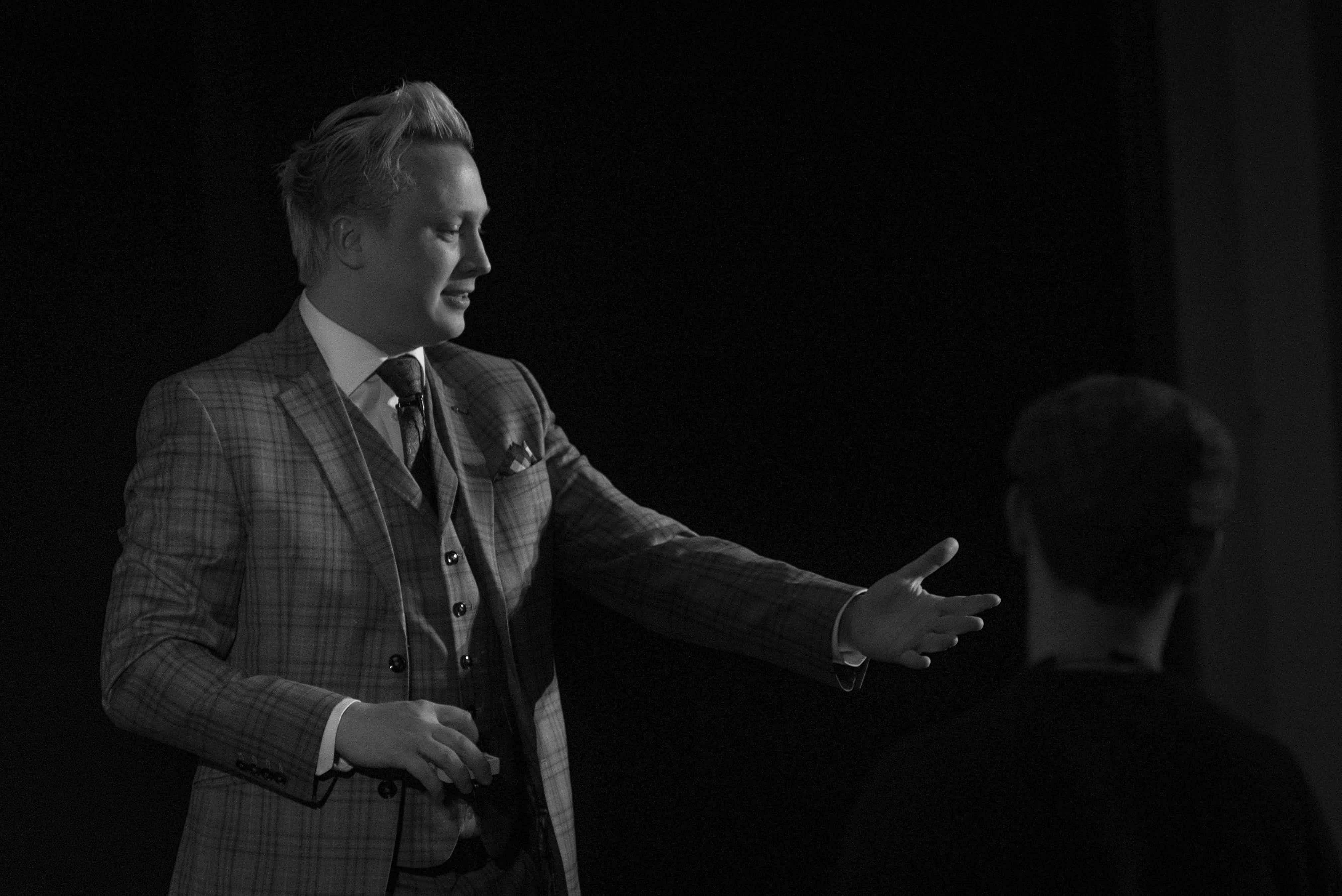 Kennedy the Mentalist performing a mentalist trick