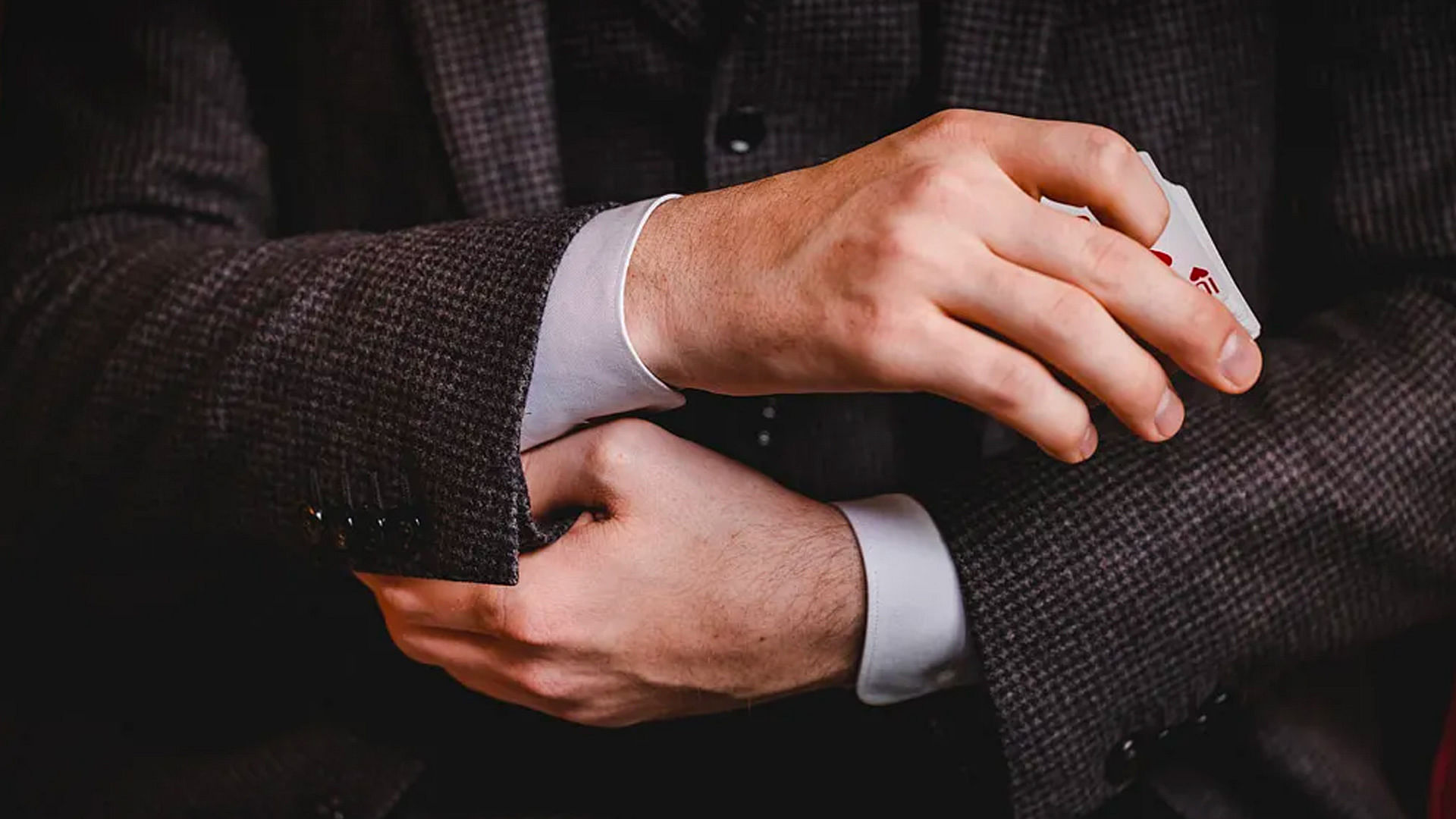 12 Essential Sleight of Hand Moves