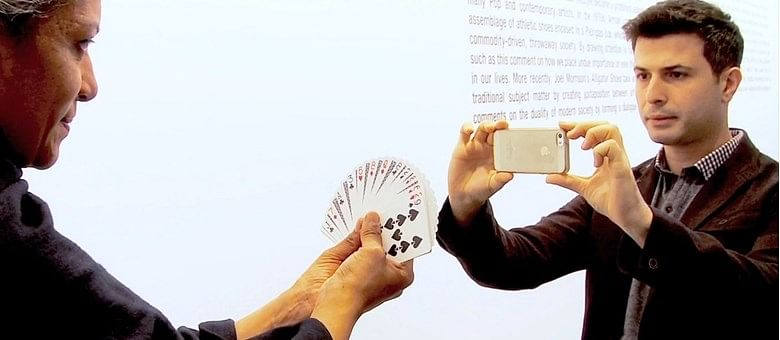 Asi Wind performing a magic trick